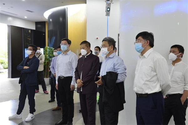 亚布力中国企业家论坛代表团考察云从科技 深入探讨新经济合作